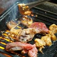 新鮮な焼肉は10種類、オリジナル料理にはサラダにパスタにカレーなどのご飯ものまで、自家製デザート10種類も食べ放題です