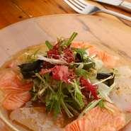 旬の魚介類をお愉しみ頂けます。前菜にお薦めの一品。