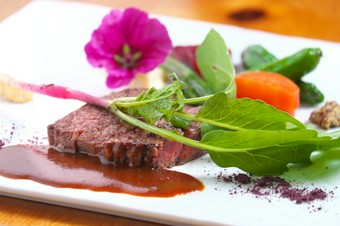 メインディッシュは、お魚の2種のポワレ ソースアメリケーヌ&トマト