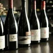 ニュージーランド、オーストラリアワインが中心で、土づくり、葡萄づくりから丁寧に造られているブティックワイナリーものを厳選しております。 毎年、ワイナリーを訪れ、畑やワイン造りを見てきています。
