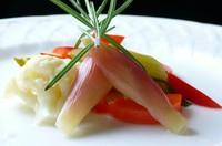 Varieties    * Muller Roe  からすみ,  * Pine Nuts & Parmesan Cheese  パルミジャーノチーズ&木の実  * Blue Cheese & Manuka Honey (¥1,500)  ブルーチーズ&マヌカハニー