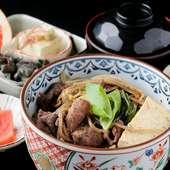 ボリュームがあり、食べ応えも十分な『飛騨牛すき焼き丼』