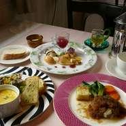 メインのお料理は月替わりで3種類からお選びいただけます。