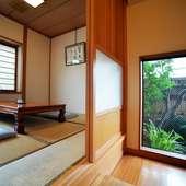 和風の落ち着いた店内には個室も用意。坪庭を望めます