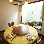 フォーマルなお食事や接待などには個室2室(8名用12名用)有り!