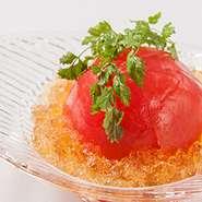まるごとお出汁に漬け込んだトマトをさっぱりとした土佐酢のジュレでどうぞ。