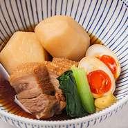 食材が凍り始める直前の温度で14日間熟成した氷温熟成豚のバラ肉をじゃがいも、煮玉子と一緒にどうぞ。