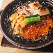 魚醤の香りがほんのり香る絶品海鮮土鍋めしです。雲丹とイクラと鮭の相性は抜群です。