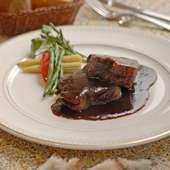 とろけるやわらかさが自慢の『牛ホホ肉の赤ワイン煮』