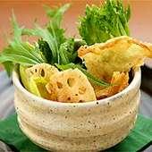 湯葉と山菜、水菜の京風サラダ