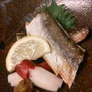銀鱈の自家製みりん焼き・蓮根と鶏つくねの紫蘇風味・白身魚のエスカルゴバター焼き・車海老の塩焼き等々