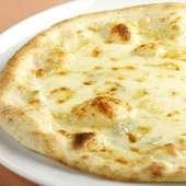 北海道小麦「はるゆたか」を使った、4種チーズの贅沢ピッツァ