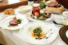 ランチ 3600円 お魚・お肉料理を両方召し上がって頂けるコースです。