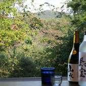 テーブル、座敷、カウンター各種。大自然を眺めながらお食事を