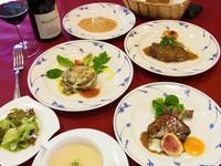 フォアグラ、あわびなど高級食材を盛り込んだシェフお勧めコース料理です