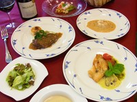 フランス風突き出・オードブル・スープ・魚料理・肉料理・パン・サラダ・デザート・コーヒー