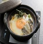 山芋と玉子でとじた、温かい小鍋料理