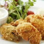 魚で作ったハムカツのようなもの。ちょっとピリ辛で地元の人には懐かしい一品です。