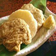 小魚で作った薩摩揚げです。「ねぶと」「シシャモの卵」「ごぼう」の3種盛り