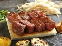 サーロインステーキと「ローストビーフ冷製仕立て」そして「霜降り和牛の焼しゃぶ」が楽しめる満喫コース