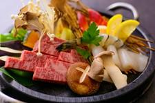 北海道三大和牛の「ふらの和牛」と「日高牛」を贅沢に食べ比べ♪香り・味覚・食感をお楽しみ下さい。