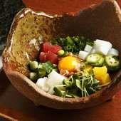十色納豆 納豆に海鮮とねばねば野菜をまぜて海苔で包んで。