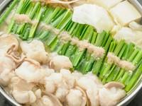 厳選した味噌をオリジナルブレンド。黄味を帯びた淡色の鍋、とろみを帯びたスープの〆はちゃんぽん麺がお勧めです。