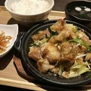 ホルモン・豚肉・野菜が一緒に炒められており最高にご飯に合う絶品です。 (ライス、小鉢、香物、スープ付) ライス大盛無料!