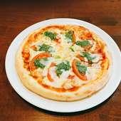 トマトとベーコンのバジルピザ