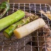 ベストの焼き加減はスタッフまで、旬野菜の炙り