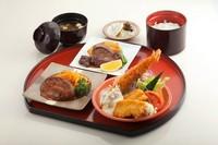 「洋食の定番を集めた定食」牛フィレステーキ・ハンバーグ・エビフライ・イカフライ・ご飯・味噌汁