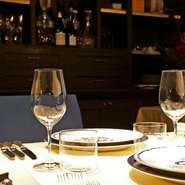 レストラン・ランス・YANAGIDATEでは、客人それぞれに合わせたサービスを提供しています。極上の料理とシャンパン、洗練された空間と接客の心地よさ。味わいと演出の融合が、この上ない満足感を届けてくれます。