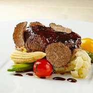 フレンチに欠かせない香り豊かなトリュフソースと、やわらかな牛フィレ肉の味わいが楽しめます。