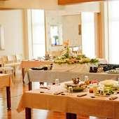 2階の大広間は、ご宴会やウエディングにおすすめ (最大90名様)