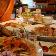 いろいろな大皿のお料理を、ご自分で取り分けながらお召し上がり頂くコース料理です。