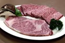 食べ盛りの若者に嬉しい! ボリューム満点のお肉をリーズナブルな価格で!