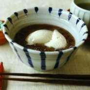 毎朝炊き上げる厳選した北海道産の小豆に姫当豆腐をのせました、他店にないオリジナル豆腐スウィーツです。