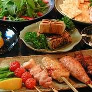 炭心サラダに自家製ごま豆腐、串焼き(正肉、レバー、つくね、手羽先 お一人様各1串ずつ)、たっぷり8品!