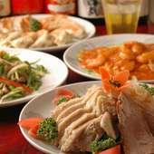 バラエティに富んだ本格派料理の数々