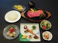 肉本来の旨味を生かす火入れ。「吉澤」厳選した肉の旨味を存分に味わえる逸品。