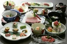 目利きされた吉澤の肉とちりばめられた旬の素材をお楽しみください