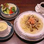 日替わりパスタ、スープ、サラダ、ドリンク