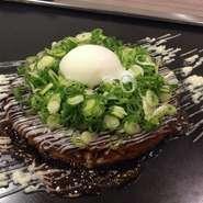 九条ねぎの食感&甘み、岩中豚の濃厚な旨味。お好み焼きの一番人気。