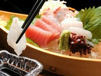 新鮮な魚を存分に味わえる贅沢な一皿『トロ箱盛り』