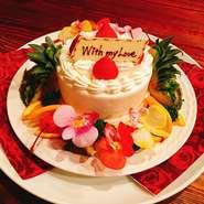 市販のケーキを持ち込むと、オリジナルアレンジを加えるサービスで大切な方のバースデーのお祝いに!