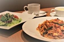 パスタ、サラダ、スープ、ドリンクがセットになった、 お得なディナーコースになってます。