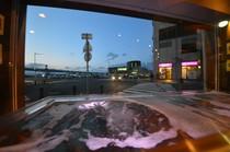 函館朝市の海鮮問屋直営のお店です。