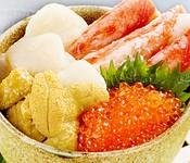最後の〆に召し上がる贅沢な逸品です。ごはんは少なめにしてある為、女性でも気軽に食べられるミニ丼です。