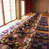 伊勢湾が一望できる個室で地産の海の幸を堪能。定食は1500円より