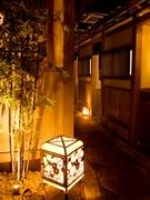 京都の町並みを彷彿とさせる内観